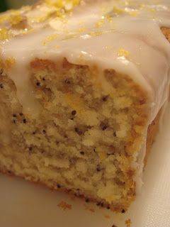 Esse bolo e' sucesso absoluto aqui no Starbucks, e eu encontrei a receita, olhem so': Ingredientes: Bolo: 1/3 xic. manteiga amolecida 1...