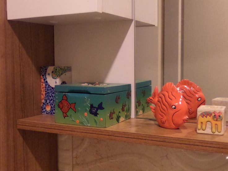 After painting, used 3D paint for the pattern, and also there are some shell (real one) on it.. Fish was raw seramic. I painted it with acrylic paint. Look at the cat! It is afraid of the fish:)