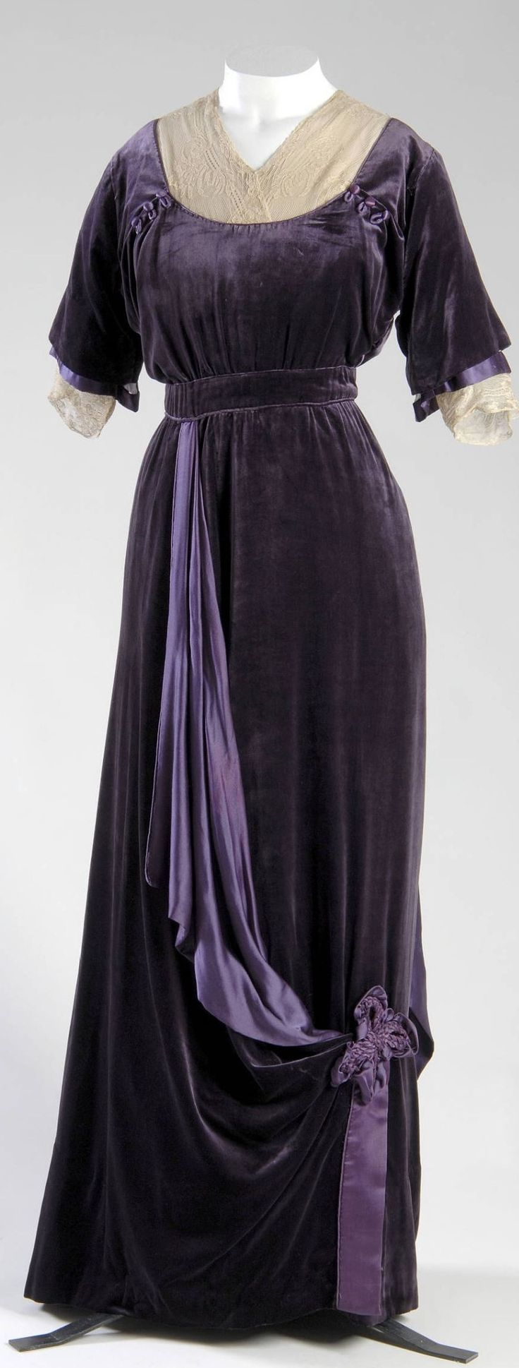 Afternoon Dress, Jeanne Paquin (1869-1936): 1910, French, silk velvet, silk satin, silk lace.