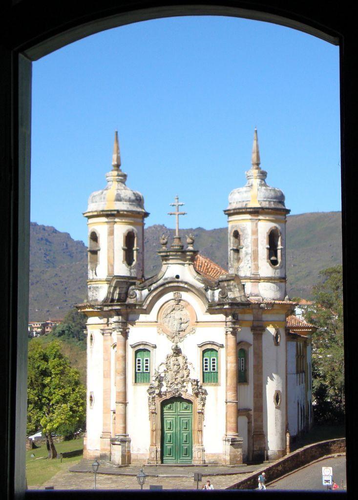 Ouro Preto na Pascoa - Igreja São Francisco de Assis vista da janela