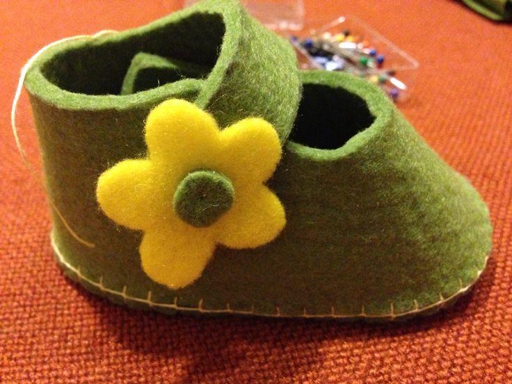 scarpine neonata in feltro - handmade - DIY