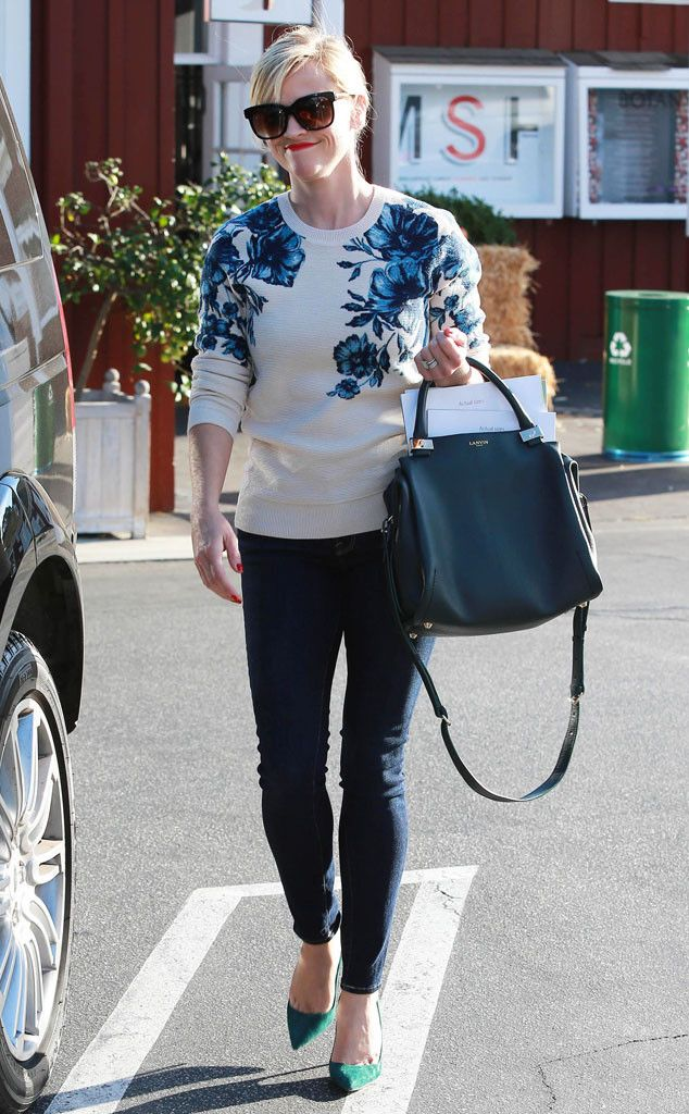 Reese Witherspoon's adorable floral sweater is everything!