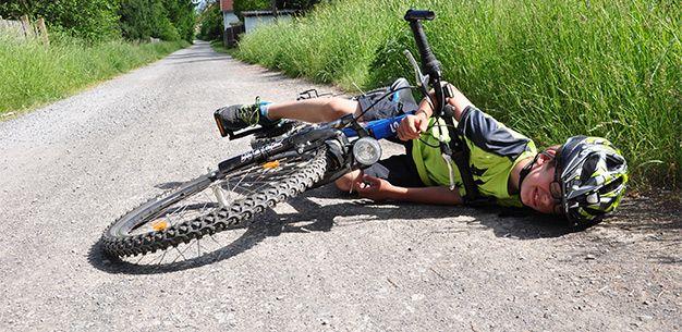 Hard gevallen sleutelbeen gebroken  #ehbo #ehbotips