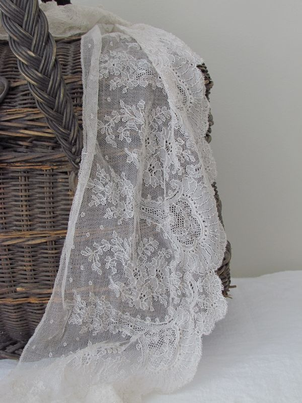 Schitterend frans kant ca. 1900 / beautiful french lace ca. 1900 SOLD