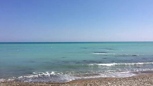 A little wave from Pissouri Bay  #waves #sea #beach #sunshine #holiday #pissouribay #limassol #pafos #cyprus #luxury #resort #happymonday  www.columbiaresort.com