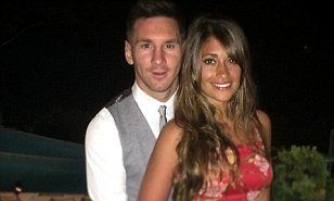 Lionel Messi posted a holiday snap with glamourous girlfriend Antonella Roccuzzo, with the happy couple beaming away on the Italian island of Capri.