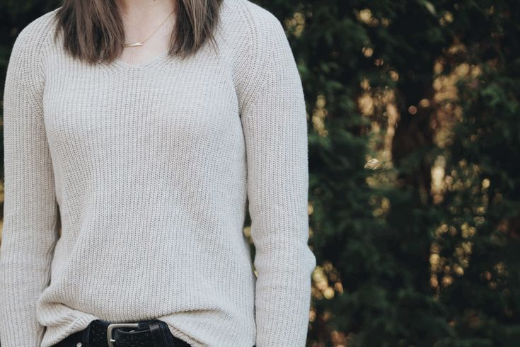 In this post, I share must have 8 qualities every girl should look for in their future husband! It is so important to begin thinking about the attributes now as single girls.