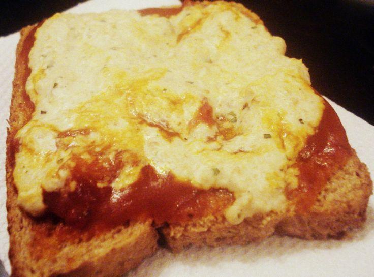 """Queso de Avena Este queso es re fácil de hacer, se puede comer """"crudo"""" tipo paté, gratinar al horno como en la foto, en panes,pizzas, o se puede poner al microondas en un tupper por 1 minuto para que..."""