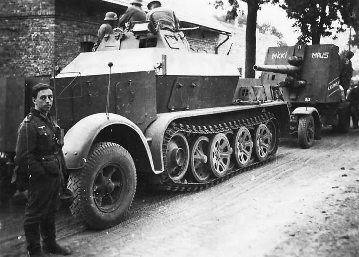 https://flic.kr/p/rWZZkz | SdKfz 7 and Flak 88 Bunkerknacker Micki Maus | source: www.worldwarphotos.info/