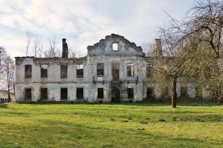 szlaki i bezdroża: Włodowice - zespół pałacowo-parkowy