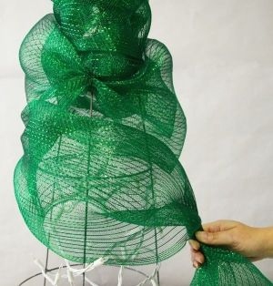Deco Mesh Christmas Tree made with a Tomato Cage: Tutorial by Katniss Liss