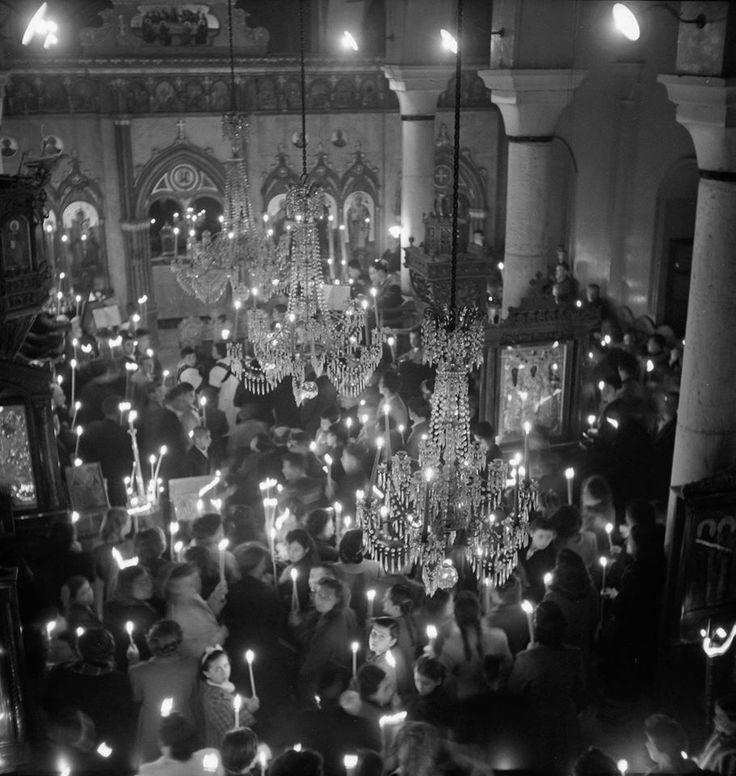 Ανάσταση στο ναό Τριών Ιεραρχών.Σκιάθος Απρίλιος 1950 φωτ.Δημήτρης Χαρισιάδης