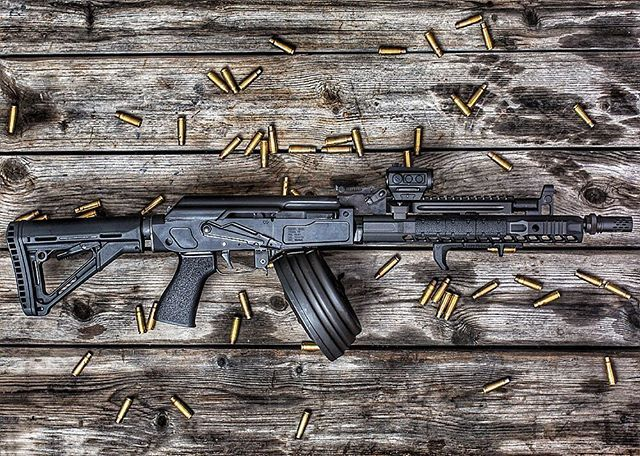 The @sharpsbros MB47 milled receiver gives the builder a way to release their inner madness!  #sundaymorning #sunday #ak47 #shooting #rangeday #kalashnikov #pewpew #762x39 #igmilitia #dailypic #specialforces #military #badass #machine #work #playhard #military #muscle #modern #war #weapon #instacool #instamoments #bullets #madness #shotshow #fuckyeah #ar15 #556 #custom #movie