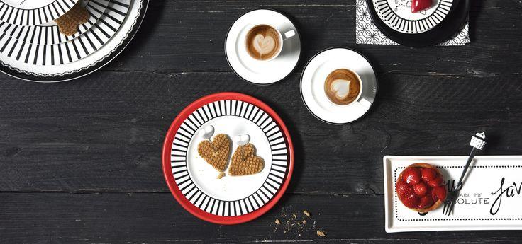 Liefde in een kopje met dit prachtige servies van Dutch Rose. https://www.tafelenkeuken.nl/dutch-rose-zwart-wit-set-van-2-kop-en-schotel-espresso-streep-in-geschenkverpakking.html