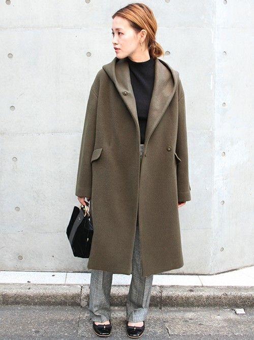 繊細で上質な素材が魅力のORIENS S100 フードガウン。  落ち着いた印象のカーキにトレンドの