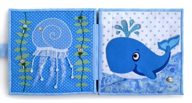 """... http://www.babyblog.ru/user/id1334599/52535 ,поэтому минимум фото и текста...""""I HAVET """"- по шведски - """"В океане""""Книжка поможет в игровой форме развивать мелкую моторику, воздействовать на тактильные ощущения, развивать логику, изучить цвета и формы, освоить счет,  ... в щупальцах из хлопка - резинки, а на кончиках - пуговки в цвет.Разворот 2Разворот 3Разворот 4Разворот 5Общие фото:Сумочка для книжки ..."""