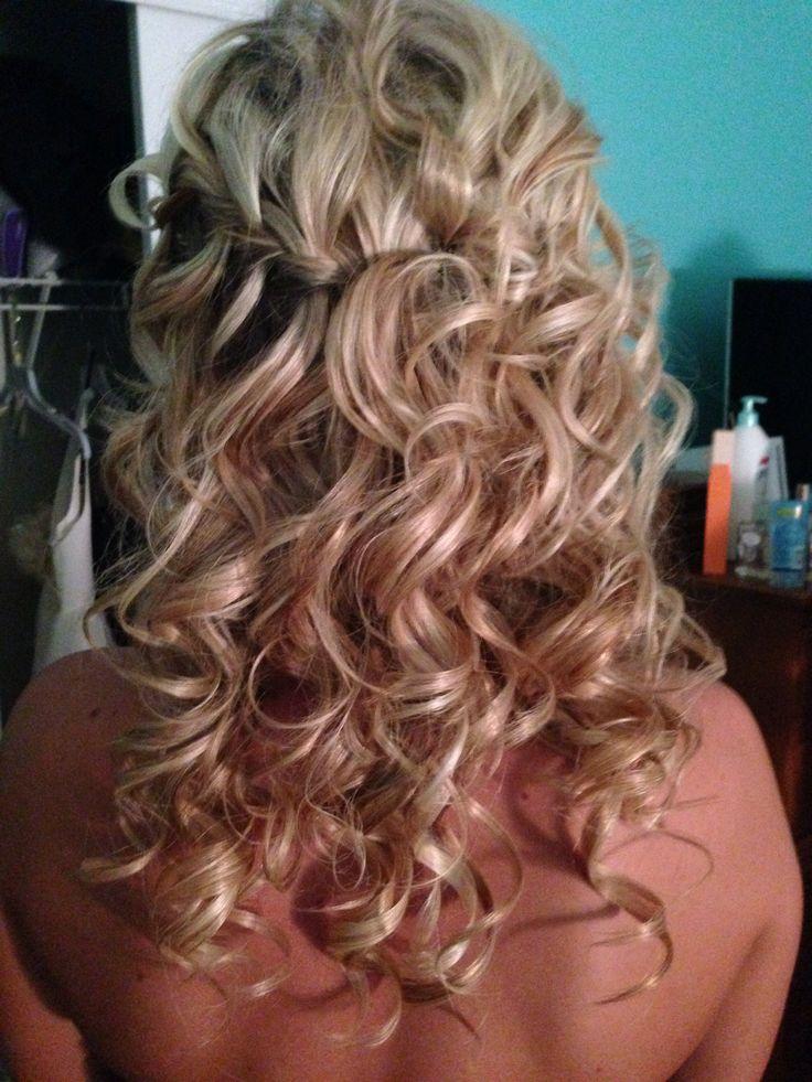 bridesmaid hairstyle   down and curly bridesmaid hair