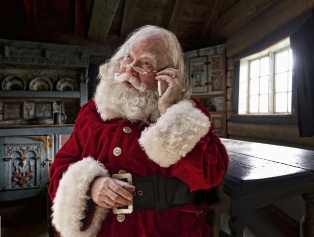 Send a free personalized phone call to your child from Santa.