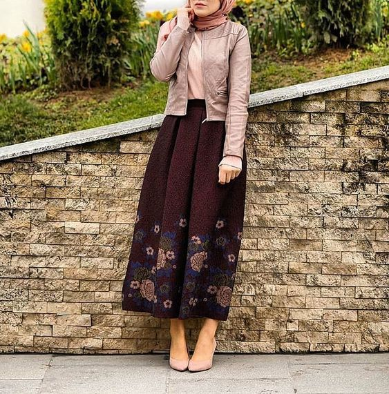 2019 Stilvolle Hijab Kombinierte Hose Langer gemusterter Rock Puderbluse Nerz Lederjacke Nerz Stöckelschuhe