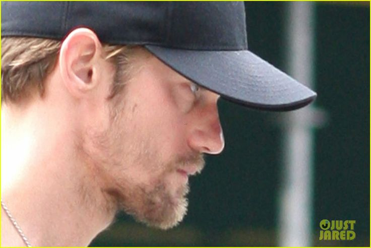 I like the scruff, I don't like the weight loss (even if it is for a role). I want to cook him food.