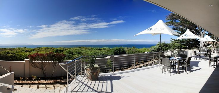 Abalone Guest Lodge in Hermanus is situated at the famous and spectacular Siever's Point, one of the best whale watching spots in Hermanus. #Hermanus #whales #2017