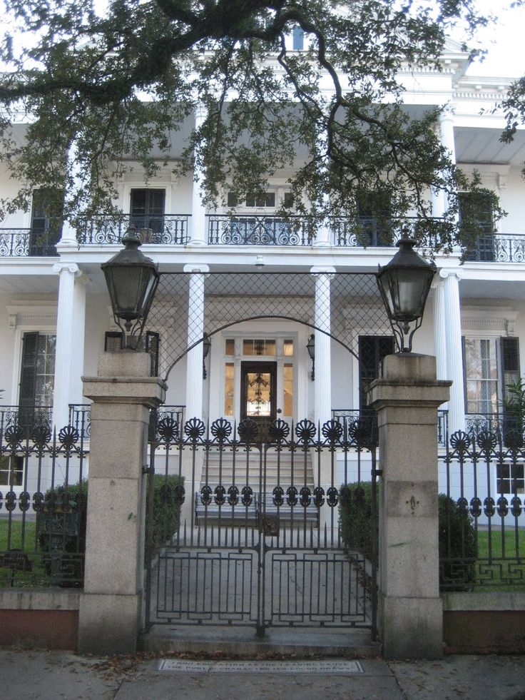 Garden District of New Orleans, the Buckner Mansion was built in 1856 and is the largest pre-Civil War era home in the entire city. It served as the exterior for Miss Robichaux's Academy for Exceptional Young Ladies, the school of witchcraft run by Cordelia Foxx (Sarah Paulson) and Fiona Goode (Jessica Lange) in Coven - American Horror Story...