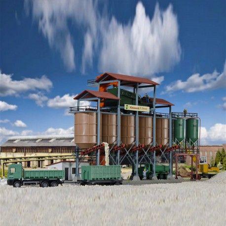 Usine à gravier #HO #Kibri A retrouver ici : http://www.latelierdutrain.com/les-entrepots-et-industries/101086-usine-a-gravier-ho-187-kibri-39805.html