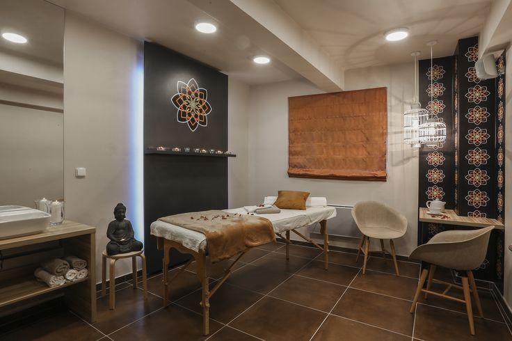 Nice Time Spa. Místnost s masážním lehátkem, posezení pro klienty.