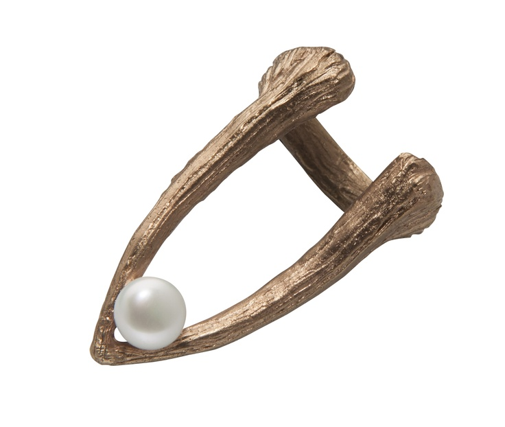 CUTTLEBONE TIP PEARL RING / 24-karat rose gold-plated sterling silver / fresh-water pearl