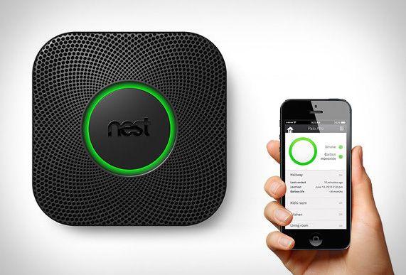 Le détecteur Nest Protect détecte la fumée, le monoxyde de carbone, la chaleur, la lumière et le mouvement.