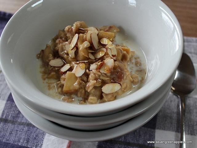 Apple & Date Porridge by Seven Green Apples, via Flickr