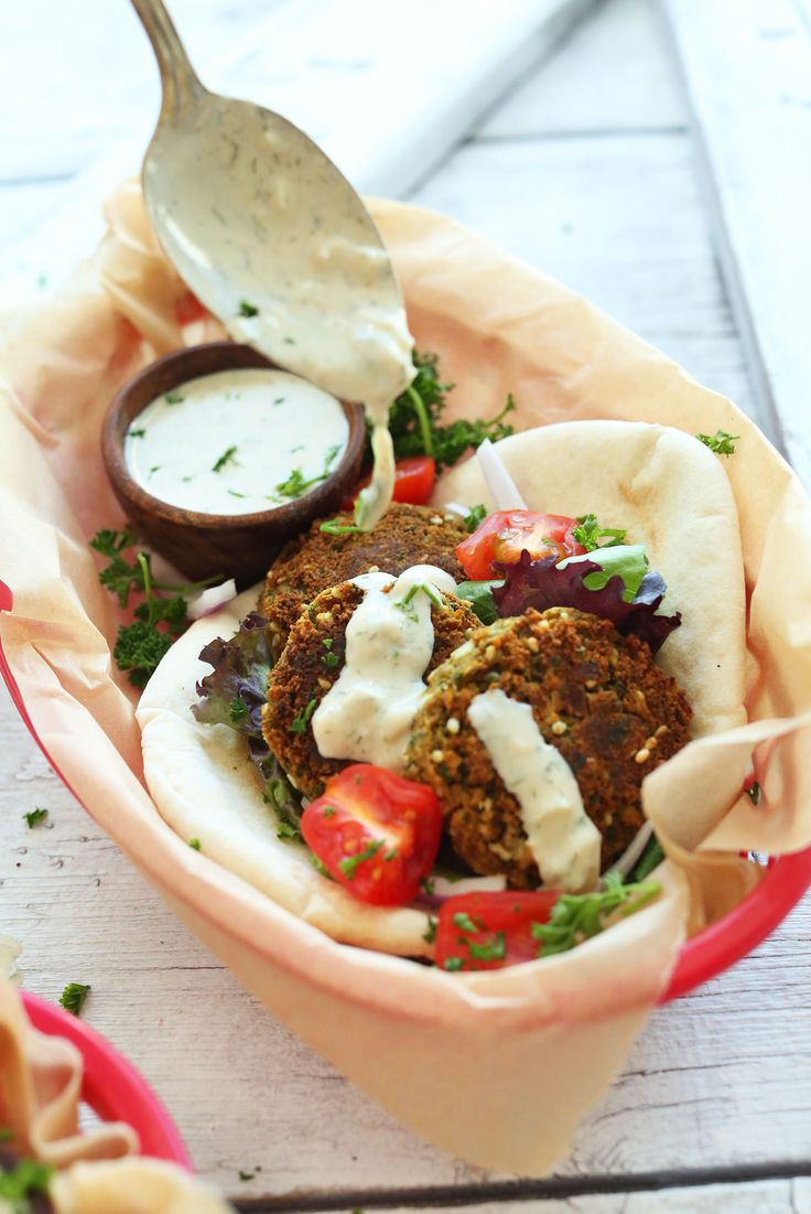 AMAZING Simple Vegan Falafel with 10 ingredients and no frying required! #vegan #healthy #dinner
