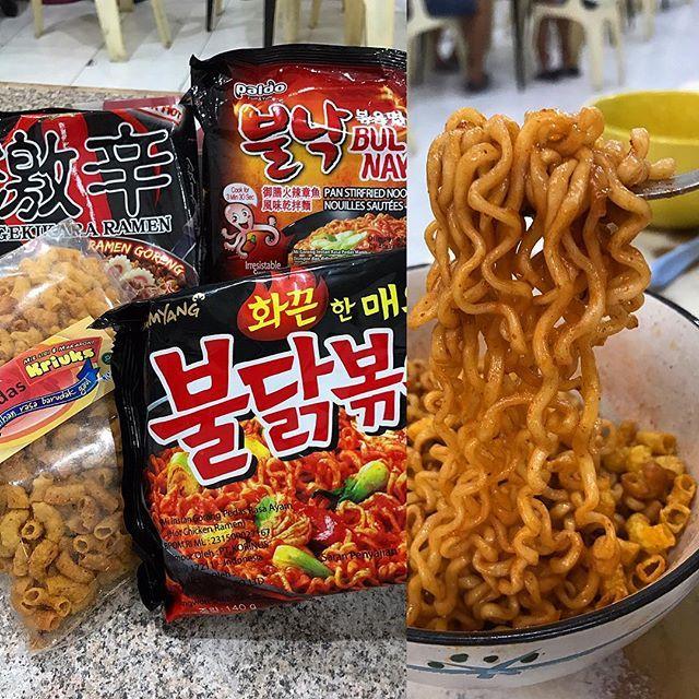 WEBSTA @ kimhua78 - Mamammm mie samyang hasil beli ama sis @mimiten93 ,, pedasnya bikin minum bergelas gelas air 😋😛😛,, mmg gk tahan makan pedas aku😂,, trus ditaburi #makaroni kriuk rasa pedas jg,, bikin bibir makin mirip kembaranku Angelinajolie😁😁 #food #foodporn #pedaskali #samyang #mie #mielidi #kulinermedan #makanmana #medan #medanreview #instadaily #instagood #yummy #nomnom #korea #miekorea #photooftheday #likeforlike #like4like #tagsforlikes #igers