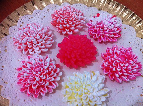 Натуральные мыла и декоративные свечи ручной работы.