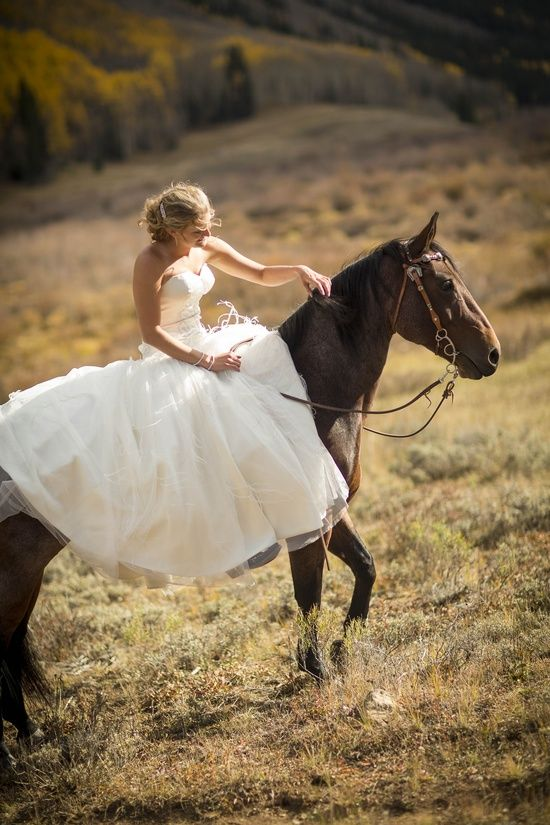 19 Stunning Photos of Brides on Horseback Some of these are creepy...but I will have pics with my ponies!