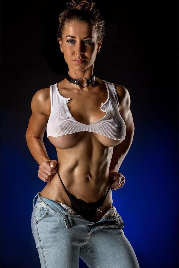 Strong and Athletic Women : Photo