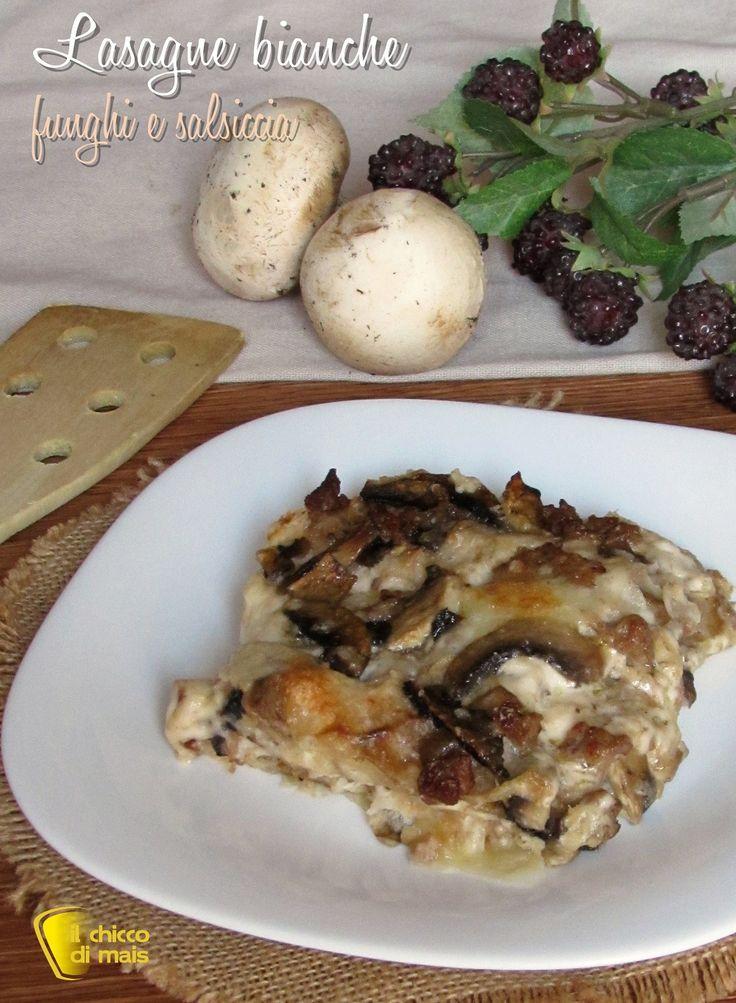 LASAGNE BIANCHE CON FUNGHI E SALSICCIA - MUSHROOMS AND SAUSAGES LASAGNE #lasagne #lasagna #funghi #salsiccia #bianche #besciamella #filanti #foodporn #ricetta #recipe #mushrooms #sausage #cheese #italian #italy #ilchiccodimais #natale #christmas https://blog.giallozafferano.it/ilchiccodimais/lasagne-bianche-con-funghi-e-salsiccia-ricetta-primo/