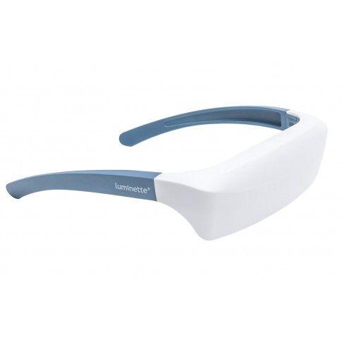 Luminette 2 - Okulary do światłoterapii, wyposażone w unikalny system optyczny oparty na belgijskich badaniach naukowych. Okulary Luminette dostarczą Ci światło, którego potrzebujesz, bez ograniczeń ruchowych związanych z tradycyjnymi lampami do światłoterapii. Dostępne na www.OrtoModa.pl