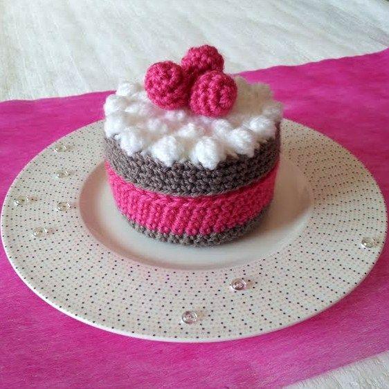 Nourriture en crochet, gateau individuel chocolat/framboise. Dinette.