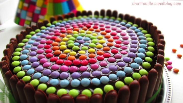 Gâteau d'anniversaire pour les (grands) enfants... [smarties/fingers]