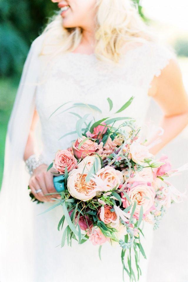 Credit: Anouschka Rokebrand Photography - bloemstuk, mooi, bloem (plant), huwelijk (ritueel), vrouw, liefde, meisje, jong, rozen, romantisch, mens, natuur, bruid