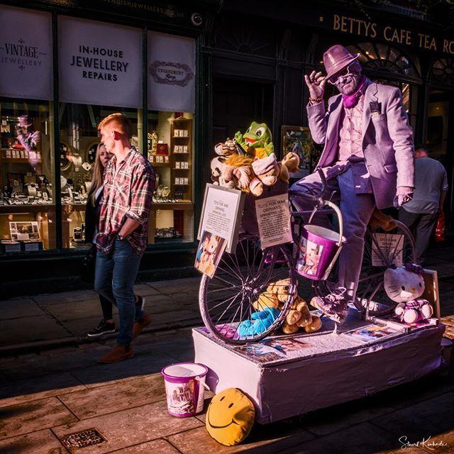 Take a walk on the wild side.  Walked by him all weekend never did figure out the gig.  #york #xt2 #xphotographer #xseries #mirrorlessgeeks #weallshootphotos #brummie_gems #igersbirmingham #brumbloggers #BigOnBrum