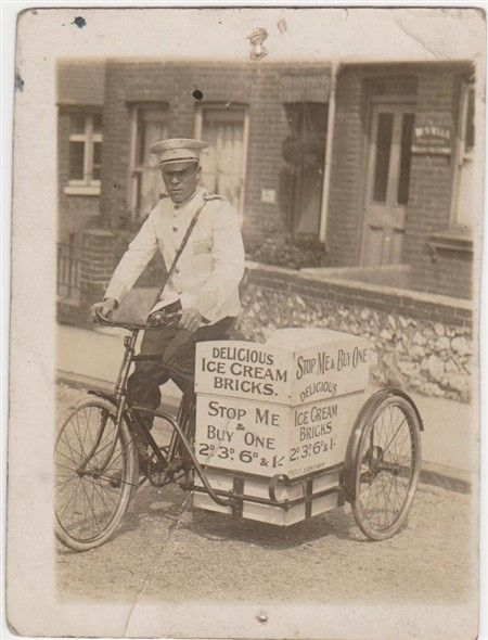An ice cream seller in the '30s. | 14 Charming Old Photos Of Brighton