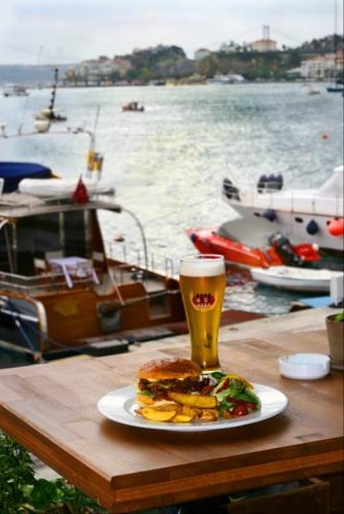 Taps Brewery & Restaurant, Bebek  #pub #sea #sightseeing