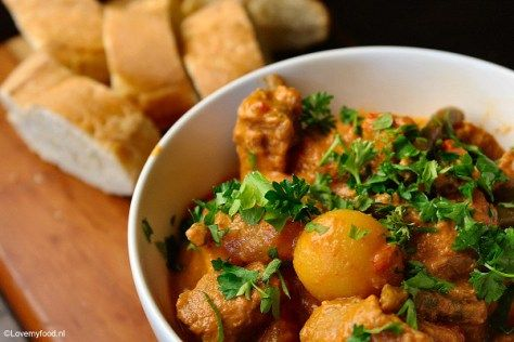 crockpot varkensstoofpotje met creme fraiche ( of zachtjes een paar uur stoven op het fornuis of in de oven)