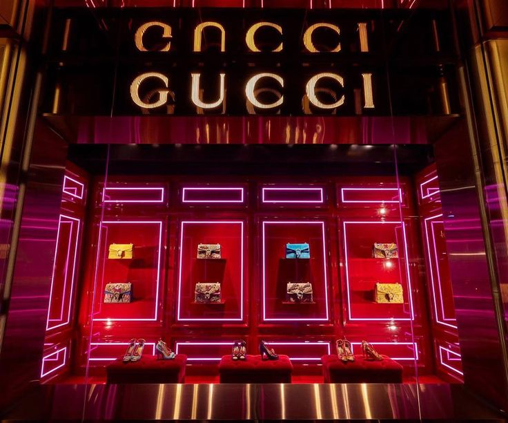 """GUCCI, London, UK, """"Fall/Winter Collection"""", creative by Chameleon Visual, pinned by Ton van der Veer"""