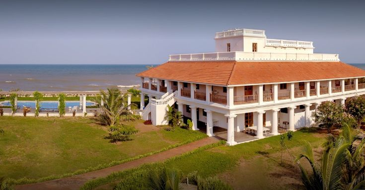 Are you planning your next beach trip in India but confused which one to choose among the many in the country. Select the luxury beach resorts in which you can stay and feel like a King.