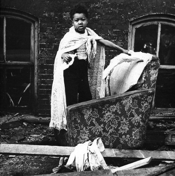 flavios home by gordon parks essay · in flavio's home gorndon parks we find out the author came to a catacumba for an essay on poverty for life magazine parks as gordon parks.