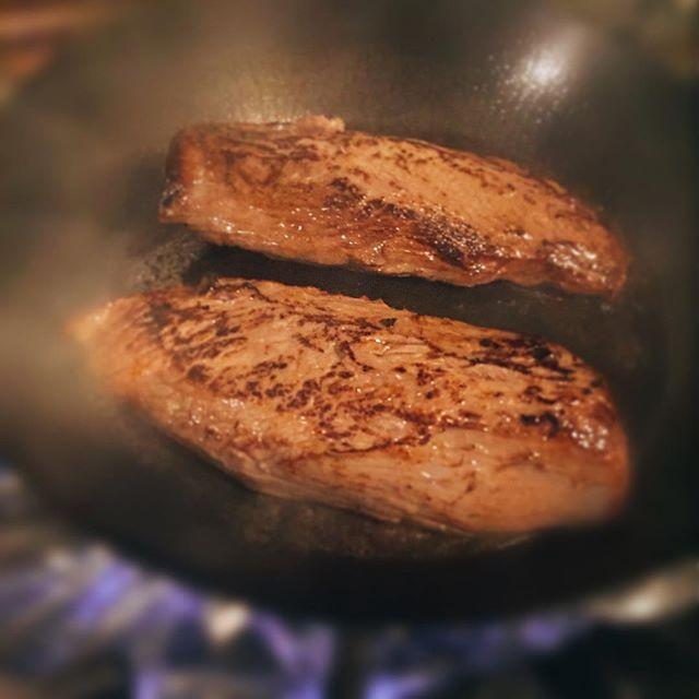 牛うわミスジ、ジュージュー焼いてます。 #ディナー #肉 #東銀座 #イタリアン #東銀座イタリアン #イタリアンバル #牛肉