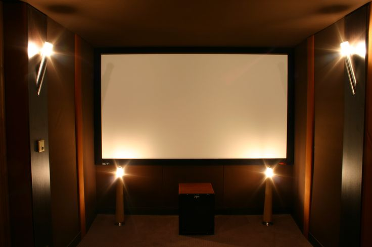 Salle de cinéma privée 7.1ch. enceinte Klipsh, caisson de basse Velodyne, amplification et dvd Denon, Projecteur vidéo Panasonic, écran de projection Screenresearch. Gestion de lumière Lutron. Dolomitique Amx. Installation intégration A&V Movie Store Cedric Arnaud-Bour Paris France. Design et acoustic Olivier Arnaud-Bour Design&Intérieur.@asgalerie #asgalerie #Klipsch #Amx #Panasonic #Oray #screenresearch #Denon #Hometheater.